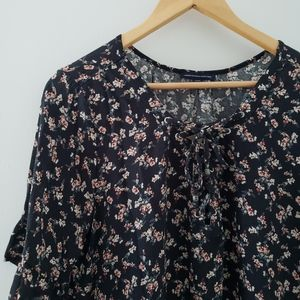 AE Outfitters    Black Floral Lace Up Top